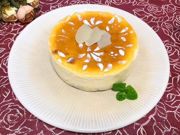 桃のチーズケーキの画像